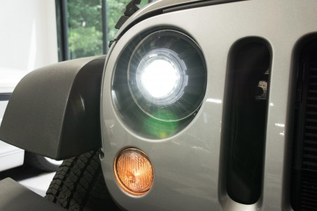 morimoto_super7_bi-led_jeep_headlight_action_1